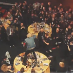 Solistul Bring Me The Horizon le-a distrus masa celor de la Coldplay in cadrul NME Awards - video