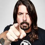Un fan Foo Fighters incearca sa-l cumpere pe David Grohl