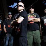 Hatebreed au imprastiat pe scena cenusa unui alt fan decedat