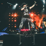 Guns n' Roses au fost retinuti la granita canadiana pentru posesie de arme