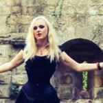 Liv Kristine ii acuza pe Leaves' Eyes de neprofesionalism