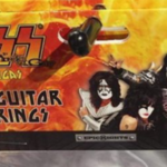 Nou la standul de merch: Air Guitar Strings marca KISS
