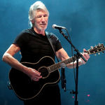Roger Waters a interpretat piesa 'Two Suns in the Sunset' in carantina