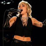 Miley Cyrus a facut un cover pentru 'We Will Rock You' de la Queen