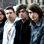 Chitaristul Arctic Monkeys a alergat pe strada dezbracat