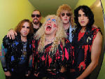 Solistul Twisted Sister a cantat cu o trupa de adolescenti (video)
