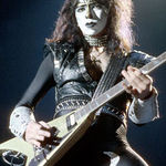 Fostul chitarist Kiss da in judecata formatia