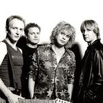 Un fan Def Leppard a incendiat un camp