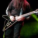 Ce se ascunde in spatele chitarii folosite de Testament? (video)
