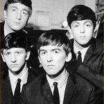 Beatles au vandut peste 2 milioane de albume in 5 zile