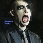 Marilyn Manson roaga fanii sa imprastie gripa porcina (video)