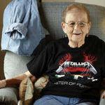O fana Metallica in varsta de 85 de ani se va deplasa la un concert al trupei