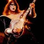 Ace Frehley (ex-Kiss) a cantat imnul national al Americii pe stadionul din Kansas (video)