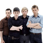 Urmariti-i pe Franz Ferdinand cantant Walk Away LIVE (video)