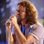 Cumpara o chitara semnata Pearl Jam!