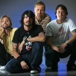 Foo Fighters vor canta in direct pe Facebook
