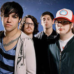 Urmariti pe METALHEAD noul videoclip Fall Out Boy !